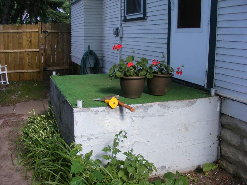 Concrete Steps without the handrail