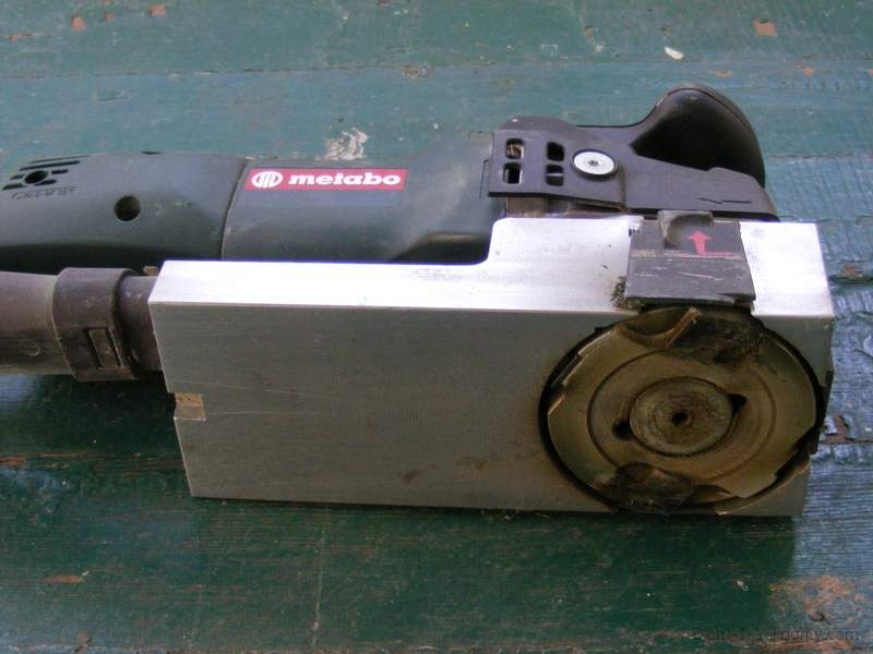 Power tool for removing paint