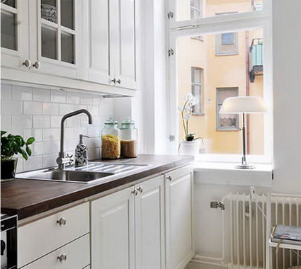 Selecting a tile pattern for a kitchen backsplash d 39 oh i y for Small kitchens with white cabinets